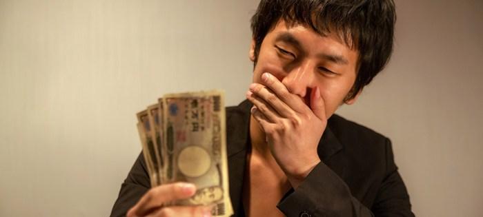 大学生への仕送り相場、家賃を引いたら1日900円以下に。ブラックバイト問題も浮上。