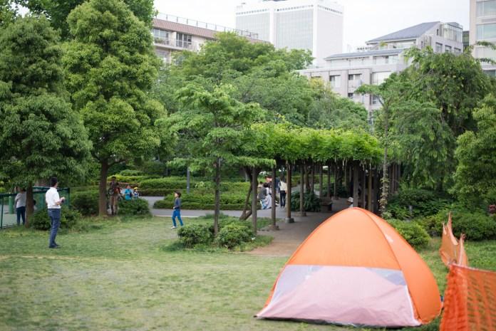 港区立檜町公園でテント