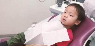 歯医者さんでおとなしく上手に座る鼓太郎(2歳10ヶ月)