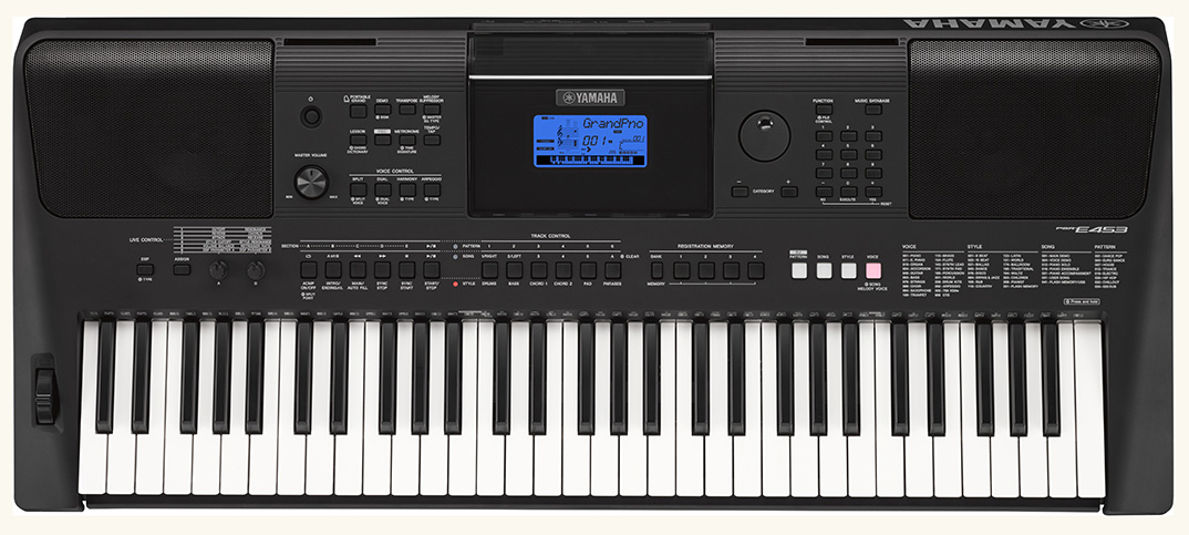 ヤマハ電子キーボードPSR-E453を買いました。これで自宅で息子と童謡の弾き語りができる!