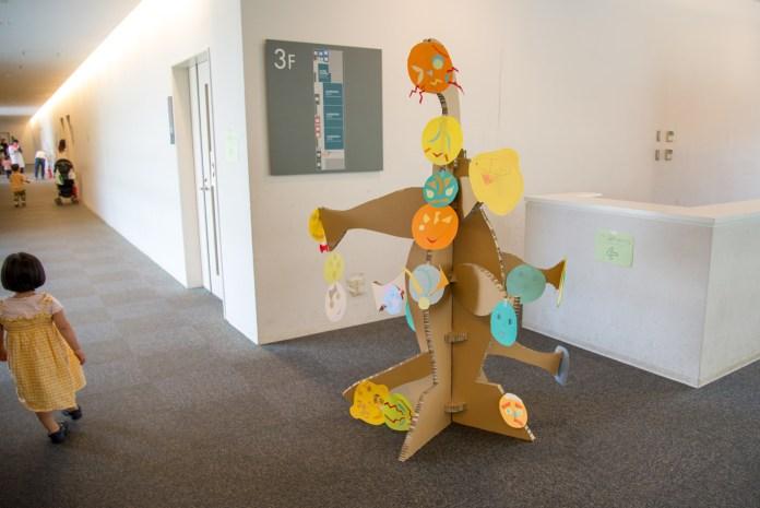 岡本太郎氏の作品「こどもの樹」をダンボールと画用紙で製作
