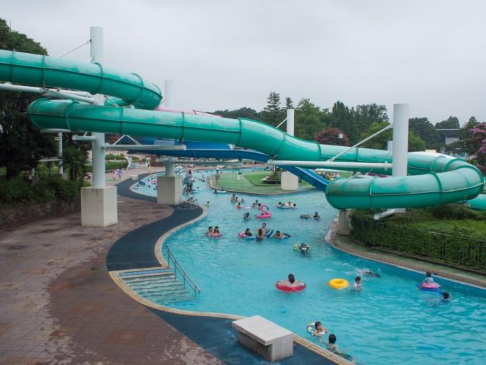 流れるプール(昭和記念公園レインボープール)