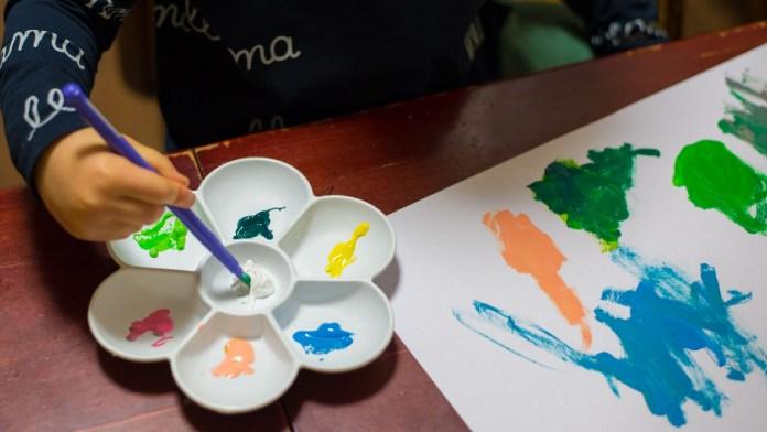 3歳からはじめる、絵の具でお絵かき。
