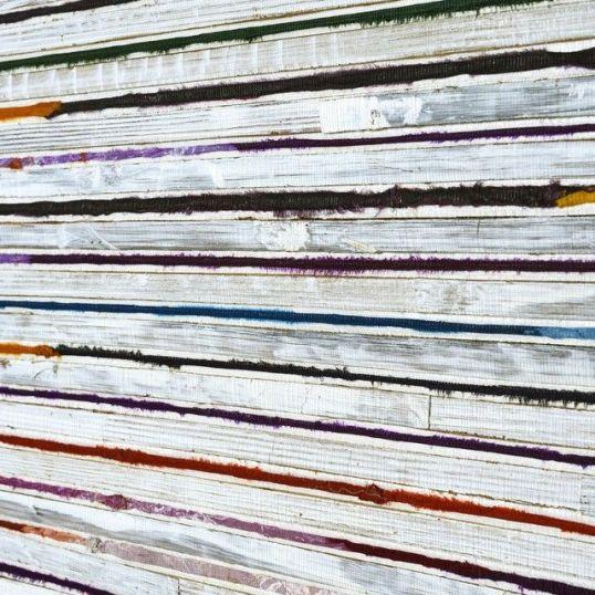 Papel pintado Omexco Bakbak con seda colores fondo blanco ref. RAA101