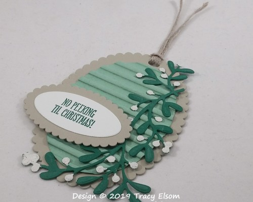 Textured Gift Tag With Mistletoe