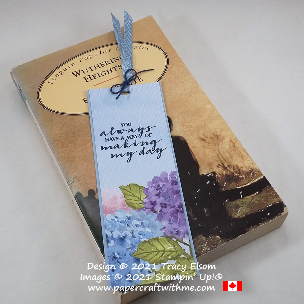 Simple textured bookmark created using the Berry Blessings Stamp Set and Hydrangea Hill paper from Stampin' Up! #papercraftwithme