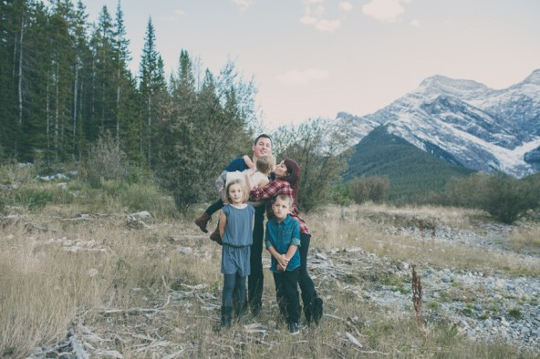 family photography | ©The Paper Deer Photography in the mountains | thepaperdeer.ca