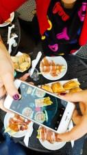 Instagramers all'opera al Caffè Latino