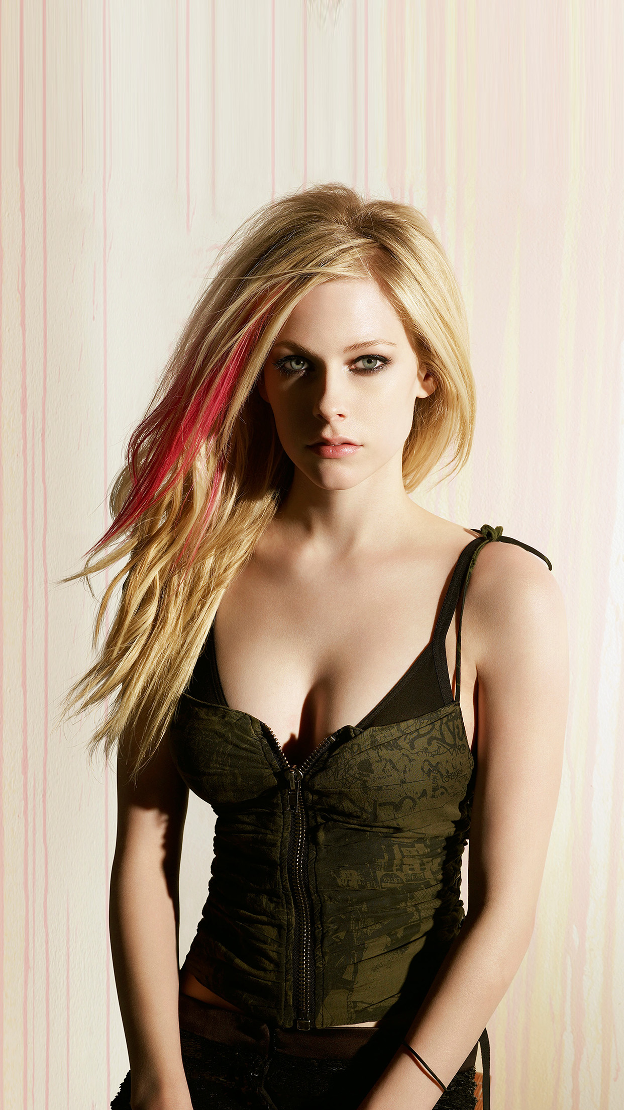 iphone6papers | iphone 6 wallpaper | hp70-avril-lavigne-girl