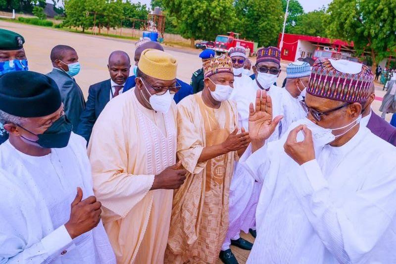Nigeria: Les chaussures du président Buhari font réagir les internautes