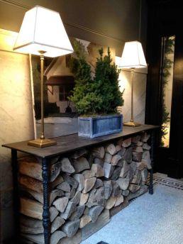 źródło: margotaustin.ca /miejsce na drzewo kominkowe/ firewood storage