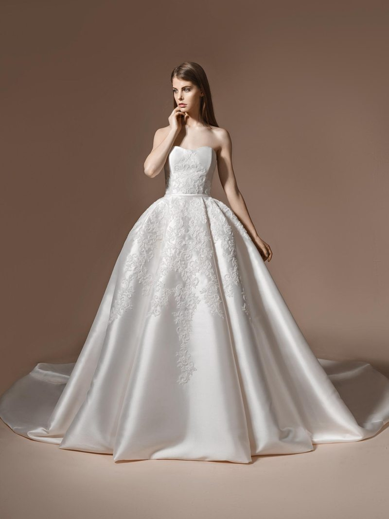 Sweetheart neckline ball gown wedding dress with embroidery