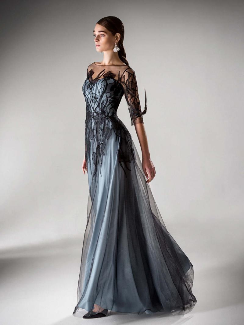 Evening dress with three-quarter sleeves