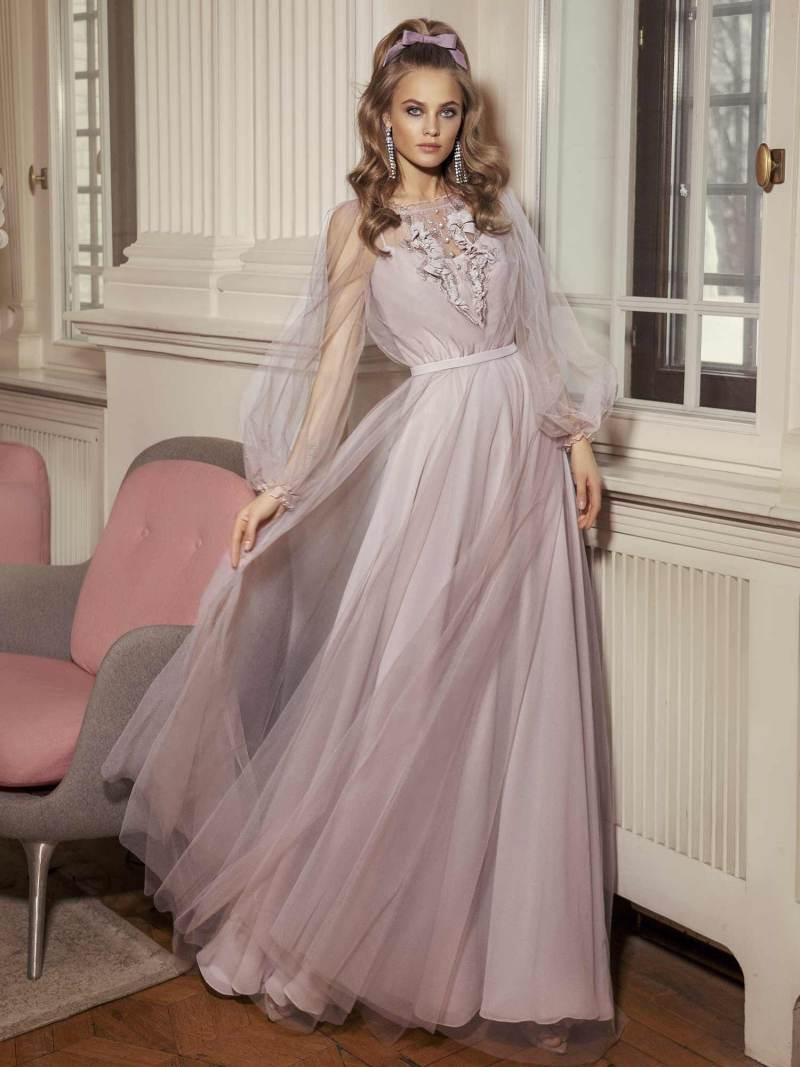 Maxi dress with bishop sleeves