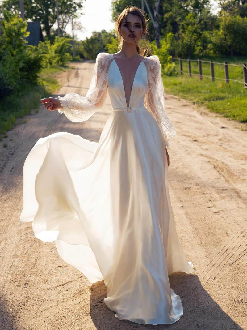 A-line wedding dress with lace bishop sleeves