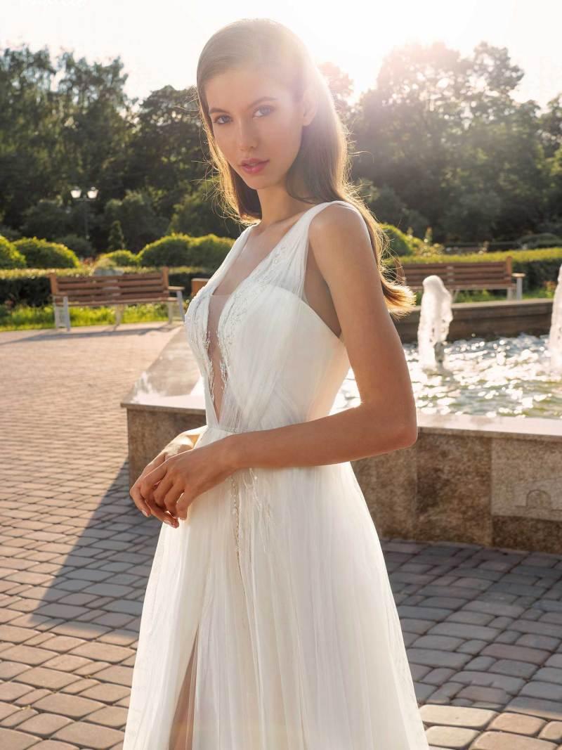 13007-3-unique-wedding-dress-in-Toronto