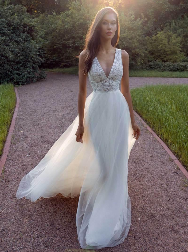 13013b-1-unique-wedding-dress-in-Toronto