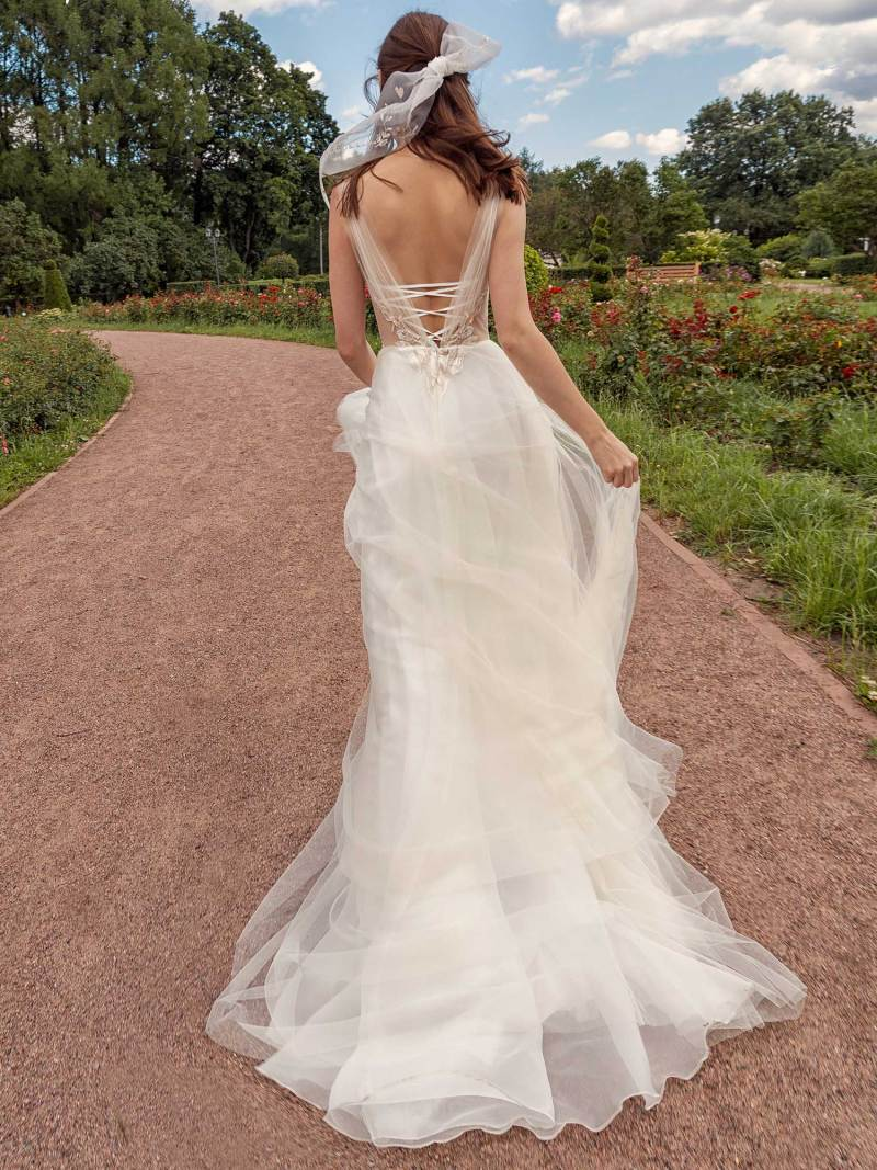 13018-2-unique-wedding-dress-in-Toronto