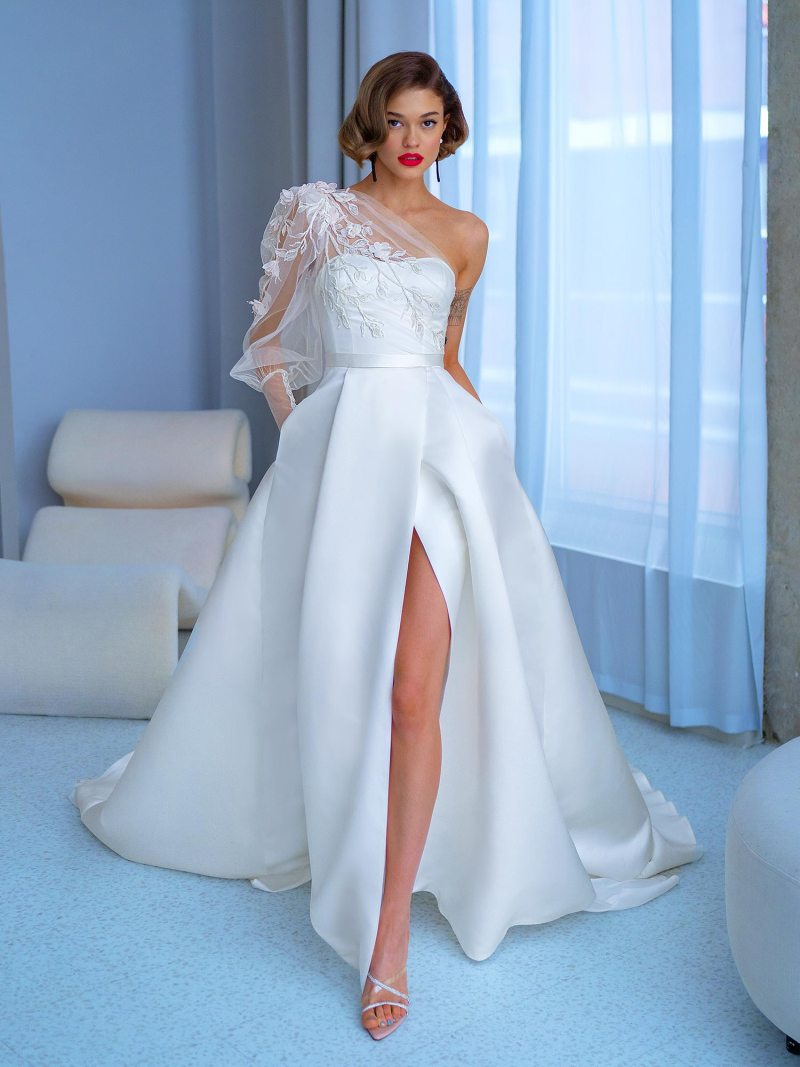 One-sleeve ball gown with high slit