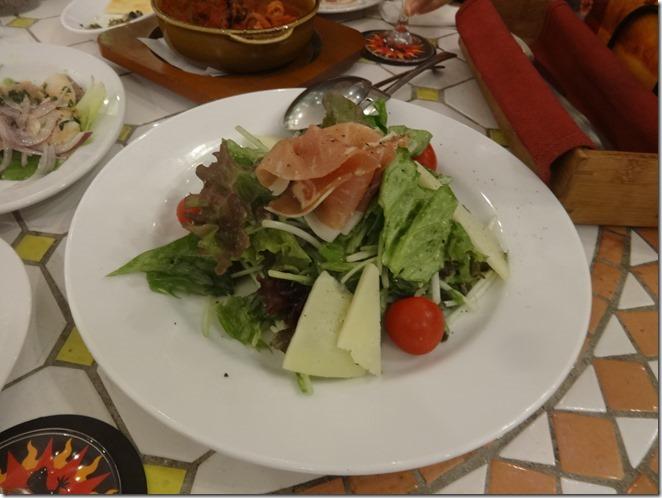 生ハムとマンチェゴチーズのサラダ