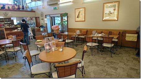 東京町田のドッグカフェプティシアン店内全景