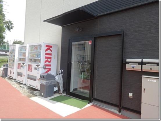 神奈川県横浜市青葉区の愛犬と散歩できるあざみ野ガーデンズ内のアディダスフットサルパークあざみ野クラブハウス