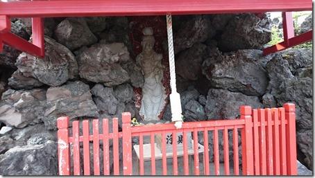 北軽井沢でペットと観光できる鬼押出し園遊歩道の炎観音