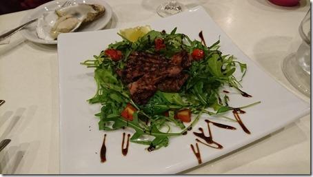 横浜駅東口にある横浜ベイクォーター内キンカウーカの肉