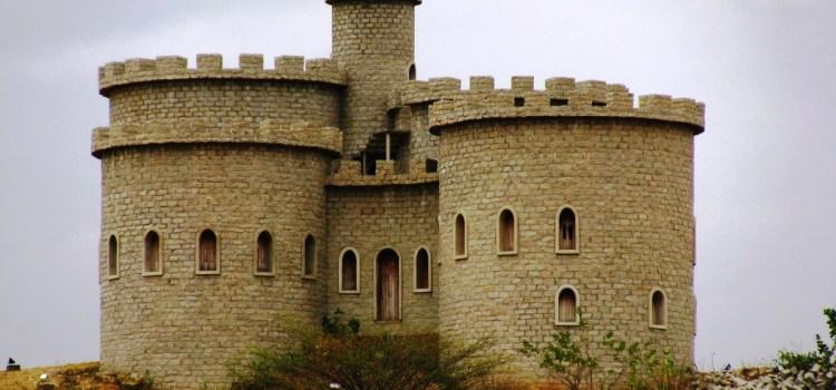 A história do seridoense roqueiro que construiu um castelo no sertão potiguar