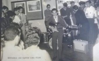 Eustachio aos 15 anos dublando Elvis no SCBEU