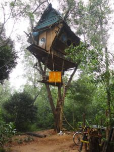 Simple Diy Treehouse For Kids Play 31