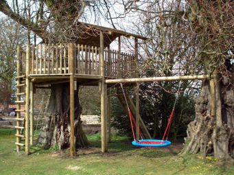 Simple Diy Treehouse For Kids Play 47