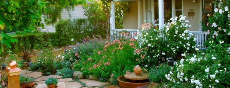 Awesome Flower Beds With Rocks In Front Of House Featured