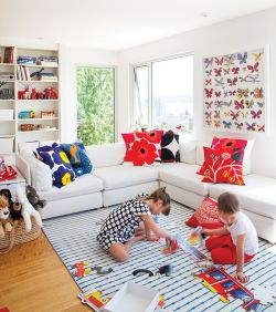 Cool Family Friendly Living Rooms Design Ideas 33