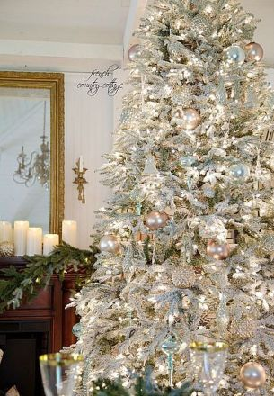 Gorgeous Chirstmas Tree Decorations Ideas 2019 15