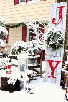 Amazing Christmas Porch Ornament And Decorations 35