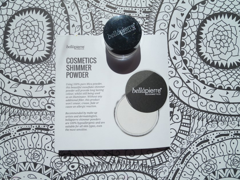 Cosmetics shimmer powder de Bellápierre.