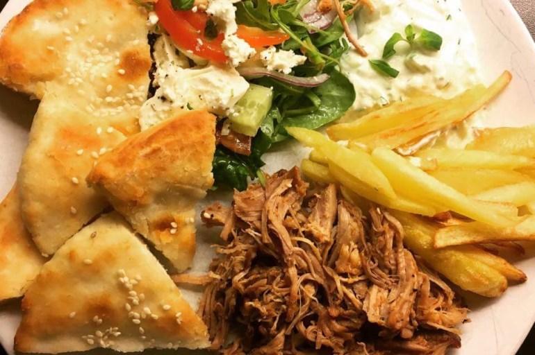 Gyros, gresk salat, glutenfrie pitabrød & tzatsiki