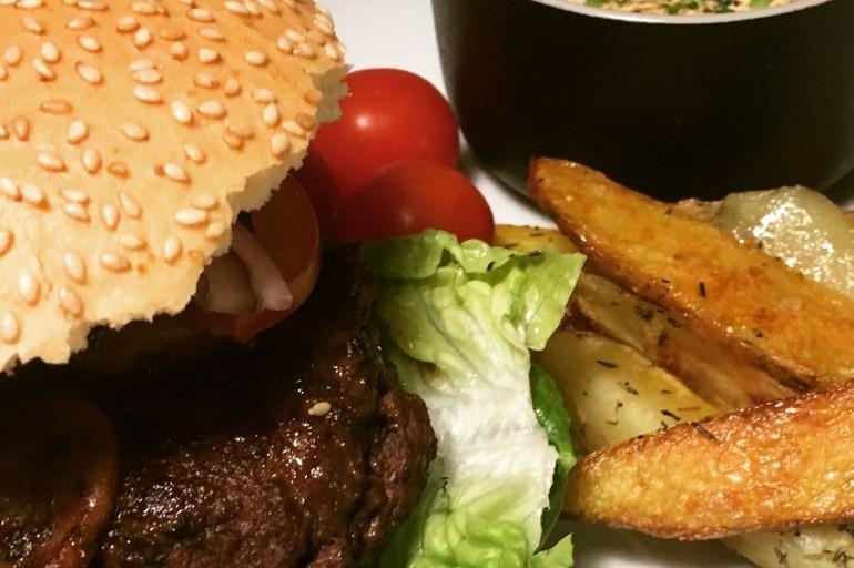 Reinsyrburger, stekte poteter & fetakrem