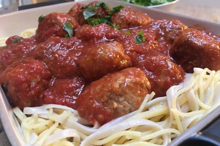 Kjøttboller i krydret tomatsaus