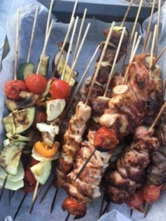 Lam/svin og grønnsaksspyd