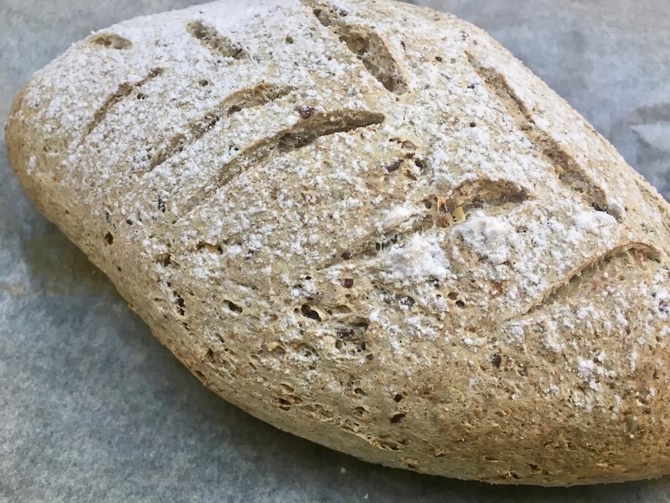Barnevennlig glutenfritt fiberbrød med frø og kjerner