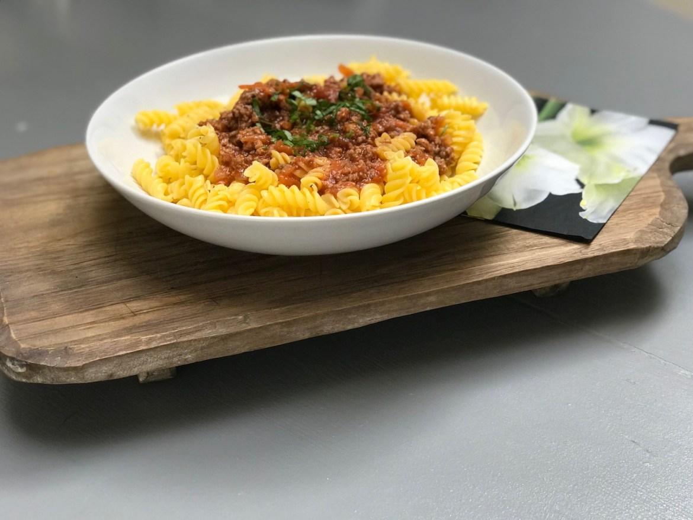 Glutenfri pasta med kjøttsaus. Middag på 30 minutter