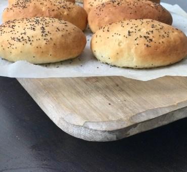 Glutenfrie, luftige pølsebrød