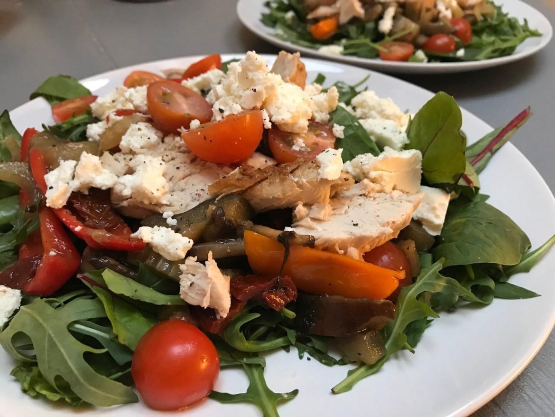 Glutenfri kyllingsalat. Middag på 30 minutter