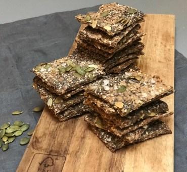 Glutenfrie knekkebrød med havsalt, frø og kjerner