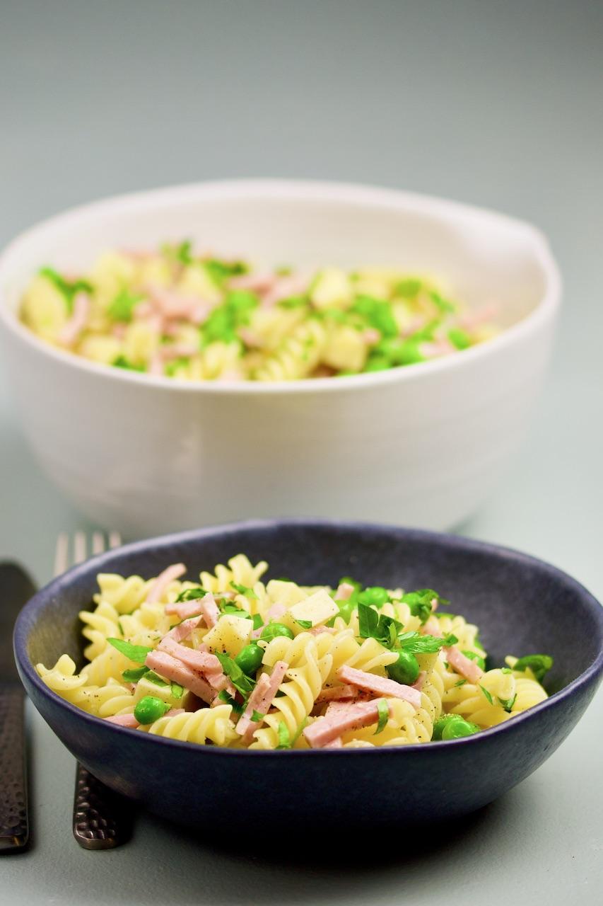 Barnas kjøkken: Glutenfri pasta med erter, ost & skinke