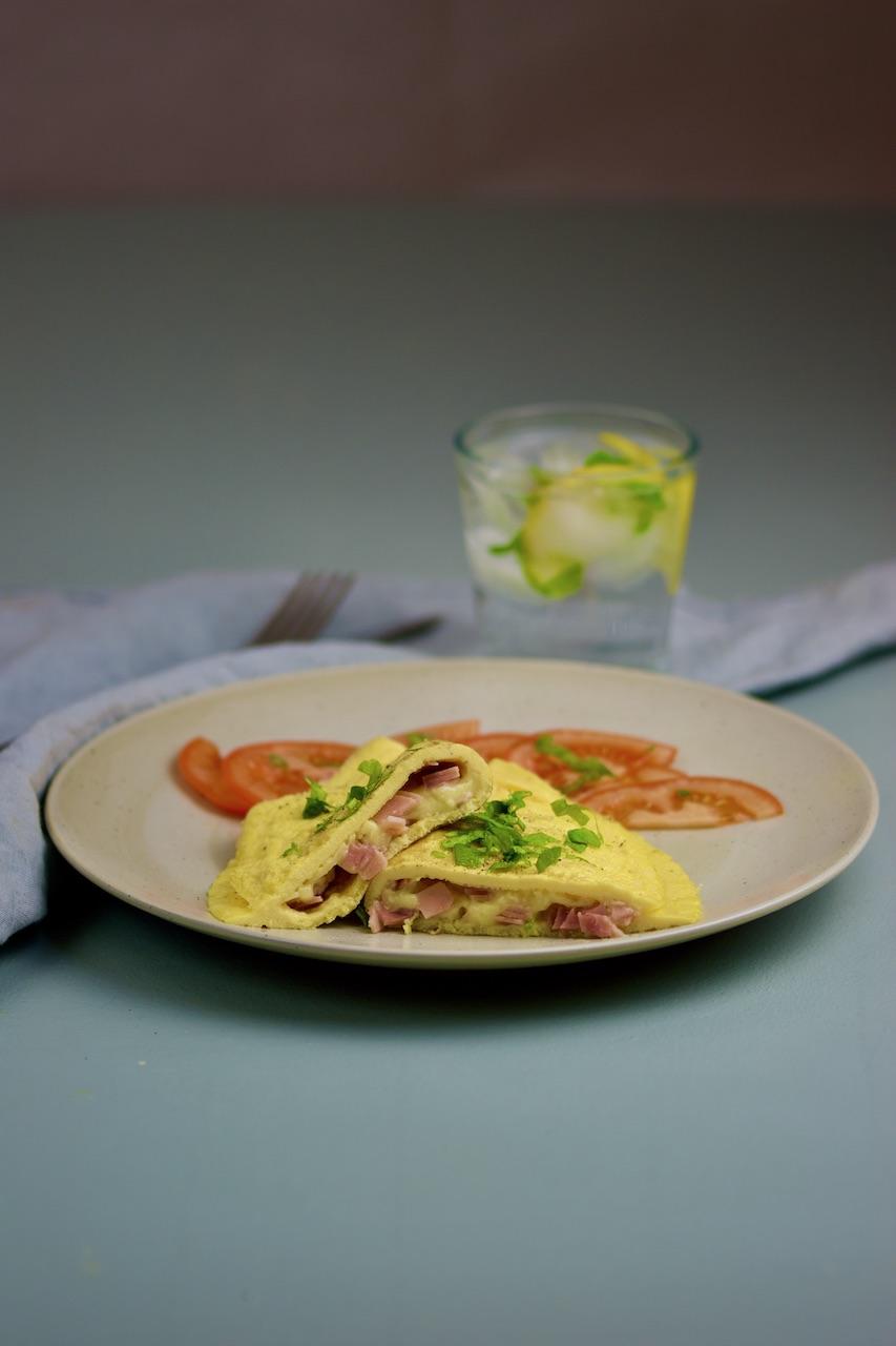 Barnas glutenfrie kjøkken: omelett med ost og skinke