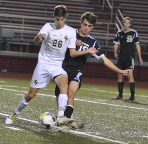 Spring-Ford's Michael Hyduke  battle Boyertown's Erik Recke. (Barry Taglieber - For DFM)