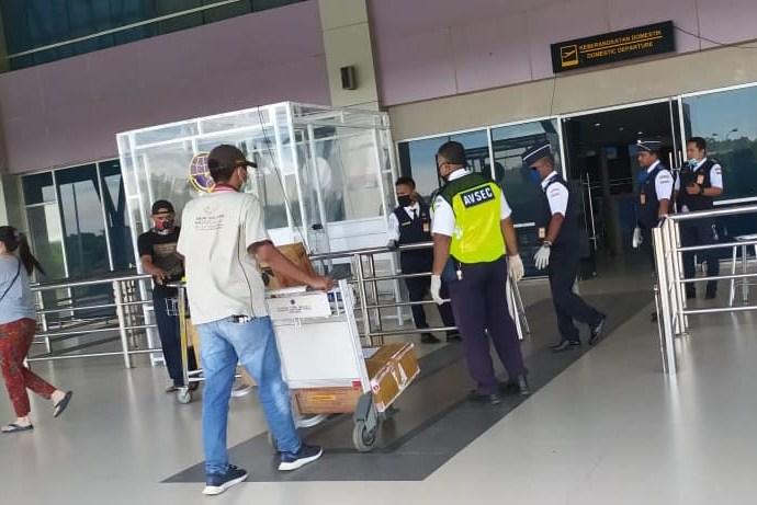 Suasana di bandara DEO sehari pasca keluarnya instruksi wali kota Sorong untuk menutup bandara dan pelabuhan. PbP/CR34